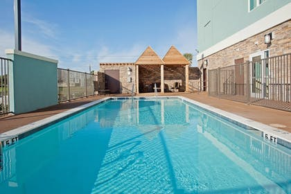 Pool | Holiday Inn Express Hotel & Suites Rockport