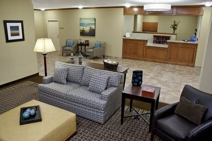Lobby Sitting Area | Candlewood Suites Downtown