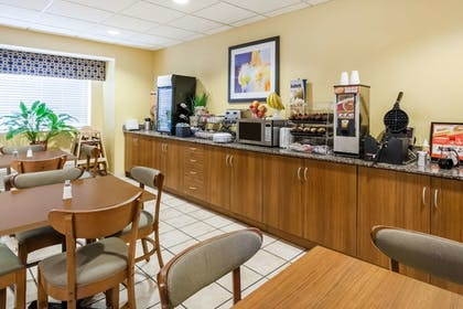Breakfast Area | Microtel Inn & Suites by Wyndham Dickson City/Scranton