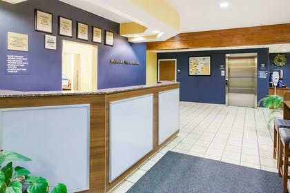 Lobby | Microtel Inn & Suites by Wyndham Dickson City/Scranton