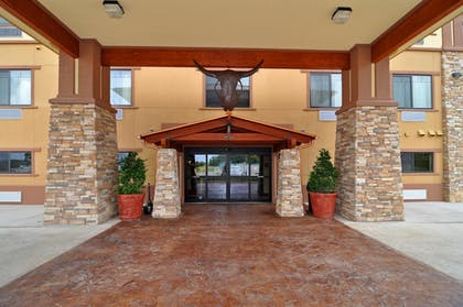 Hotel Front   Best Western Plus Royal Mountain Inn & Suites