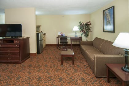 Guestroom | Governor's Suites Hotel Oklahoma City Airport Area