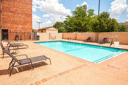 Outdoor Pool | Governor's Suites Hotel Oklahoma City Airport Area