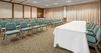 Meeting Facility | SureStay Plus Hotel by Best Western Lubbock Medical Center