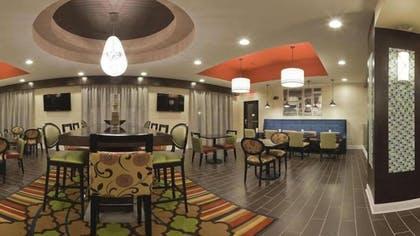 Dining | Holiday Inn Express Hotel & Suites Fulton