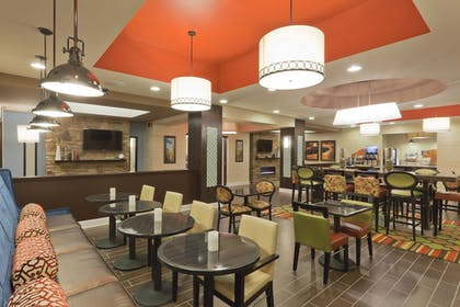 Restaurant | Holiday Inn Express Hotel & Suites Fulton