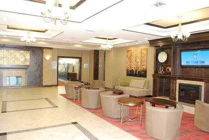 Lobby | Holiday Inn Express & Suites Houston South near Pearland