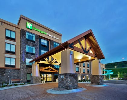 Hotel Front - Evening/Night | Holiday Inn Express Hotel & Suites Great Falls