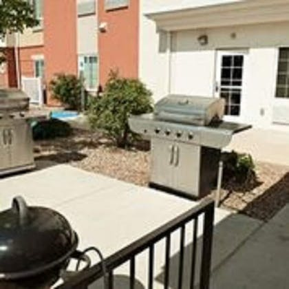 BBQ/Picnic Area | Candlewood Suites Lawton Fort Sill