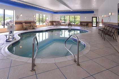 Pool | Holiday Inn Express and Suites Fairmont
