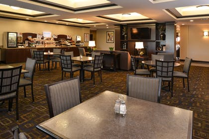 Breakfast Area | Holiday Inn Express and Suites Fairmont
