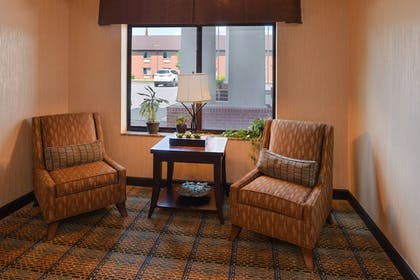 Lobby Sitting Area | Holiday Inn Express and Suites Fairmont