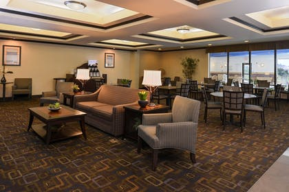 Lobby | Holiday Inn Express and Suites Fairmont
