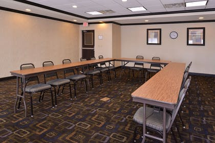 Meeting Facility | Holiday Inn Express and Suites Fairmont