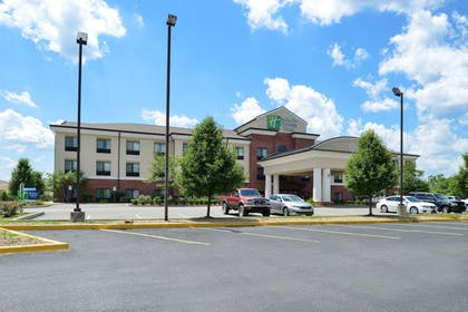 Hotel Front | Holiday Inn Express and Suites Fairmont