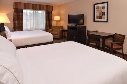 Guestroom | Holiday Inn Express and Suites Fairmont