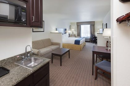 Guestroom | Holiday Inn Express & Suites Omaha I-80