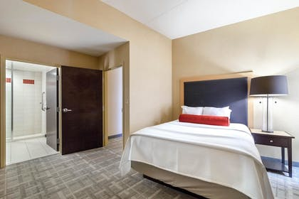 Guestroom | Cambria Hotel Pittsburgh - Downtown