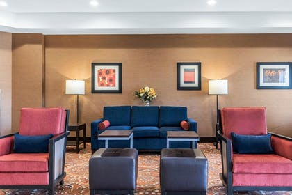 Lobby Sitting Area | Comfort Inn And Suites