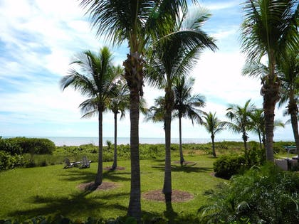 Property Grounds | Gulf Breeze Cottages