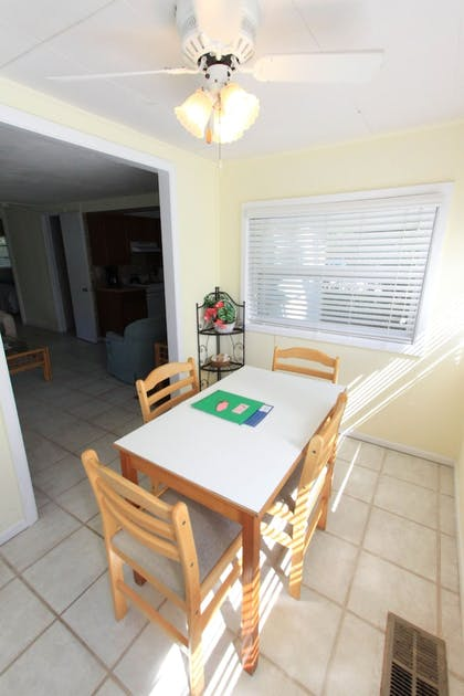 In-Room Dining | Gulf Breeze Cottages