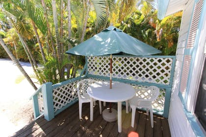 Outdoor Dining | Gulf Breeze Cottages
