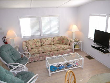 Living Room | Gulf Breeze Cottages