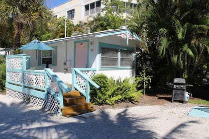 Hotel Front | Gulf Breeze Cottages