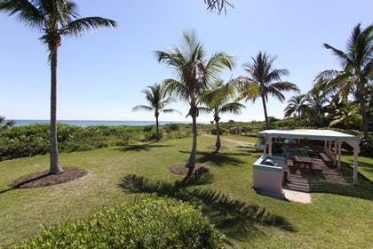 BBQ/Picnic Area | Gulf Breeze Cottages