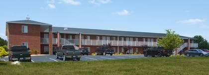 Hotel Front | Affordable Corporate Suites of Waynesboro