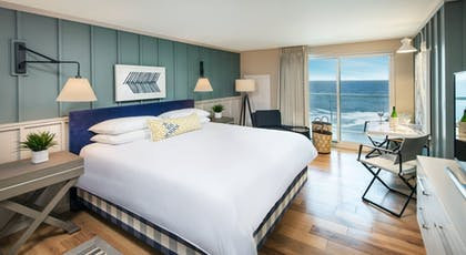 Guestroom | Cliff House Maine