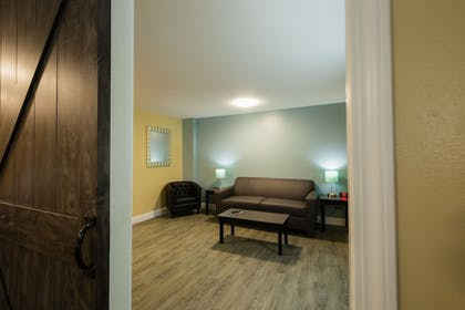Living Area | Hawthorn Suites by Wyndham St. Robert