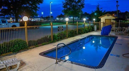 Outdoor Pool | The Regal Hotel