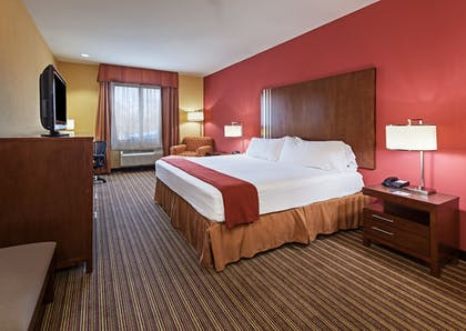 Guestroom | Holiday Inn Express Cleveland