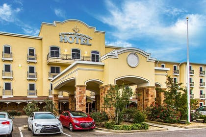 Property Entrance | Evangeline Downs Hotel, an Ascend Hotel Collection Member