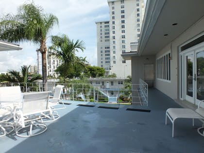 Terrace/Patio | Holiday Isle Yacht Club