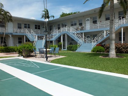 Sport Court | Holiday Isle Yacht Club