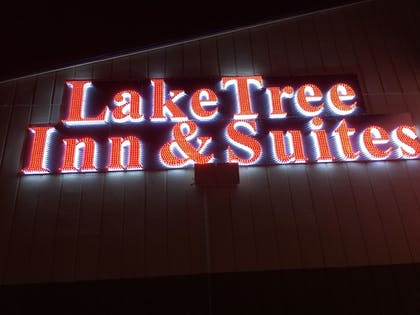Hotel Front - Evening/Night | Laketree Inn And Suites Marion