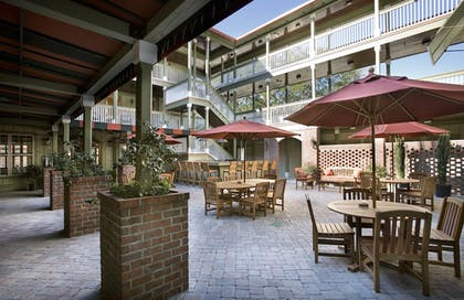 Outdoor Dining | The Inlet Sports Lodge