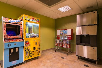 Game Room | Holiday Inn Express Hotel and Suites Scranton