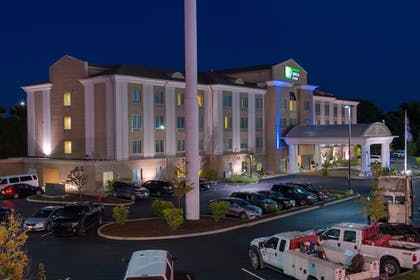 Exterior | Holiday Inn Express Hotel and Suites Scranton