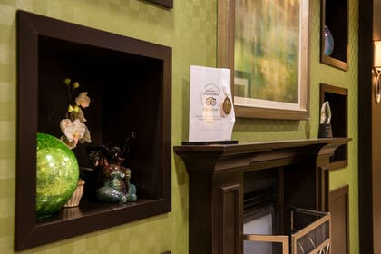 Lobby | Holiday Inn Express Hotel and Suites Scranton