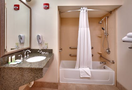 Guestroom | Staybridge Suites Omaha 80th And Dodge