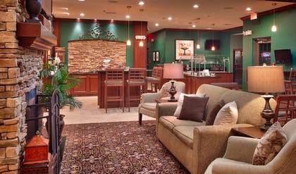 Lobby Lounge | Staybridge Suites Omaha 80th And Dodge