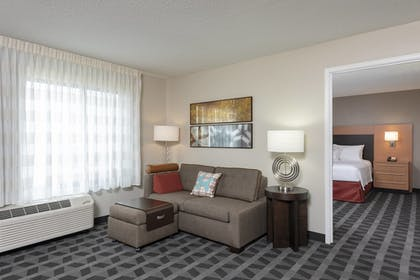 Guestroom | TownePlace Suites Fort Wayne North