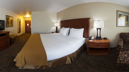 Guestroom | Holiday Inn Express and Suites Mason City