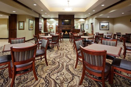 Restaurant | Holiday Inn Express and Suites Mason City