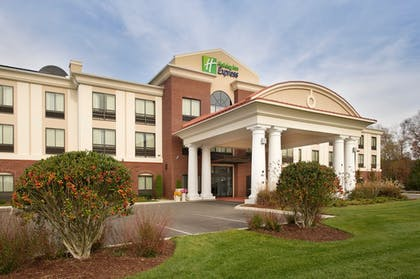 Featured Image | Holiday Inn Express Hotel & Suites Tullahoma