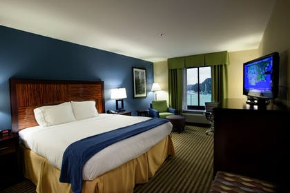 Guestroom | Holiday Inn Express Hotel & Suites Tullahoma