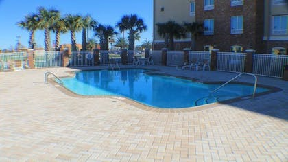 Outdoor Pool | Holiday Inn Express & Suites Gonzales